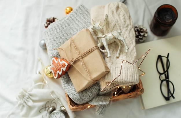 クリスマスの飾りとギフト