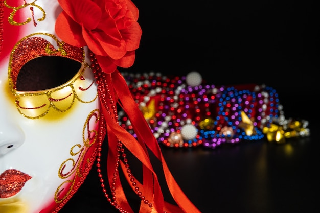 仮面舞踏会マスクとマルディグラまたは脂肪火曜日の背景