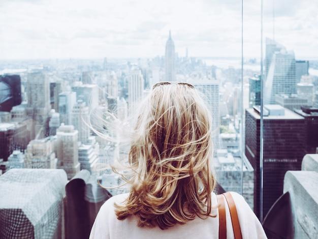 都市の少女