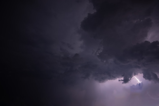 夜の雷雲と雨雲
