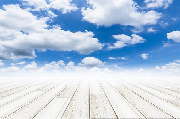 Небесный фон с деревянным полом