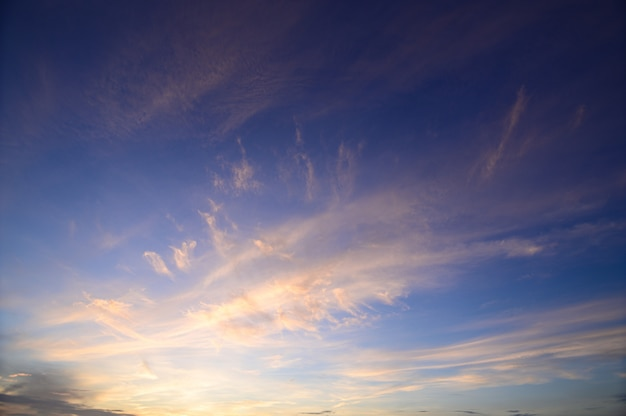昼間の空と雲