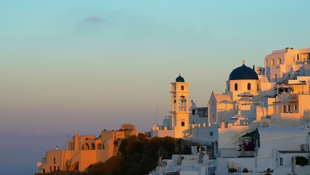 Восход солнца вид имеровигли. санторини, греция