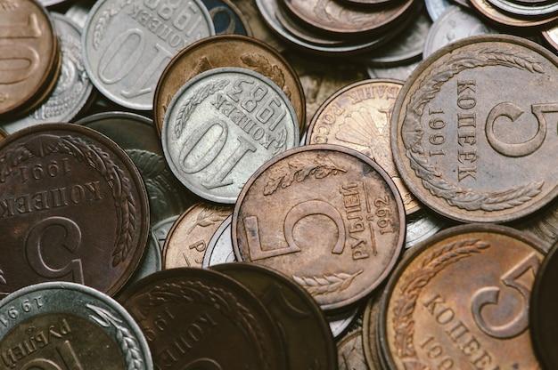一握りの古いロシアのコイン