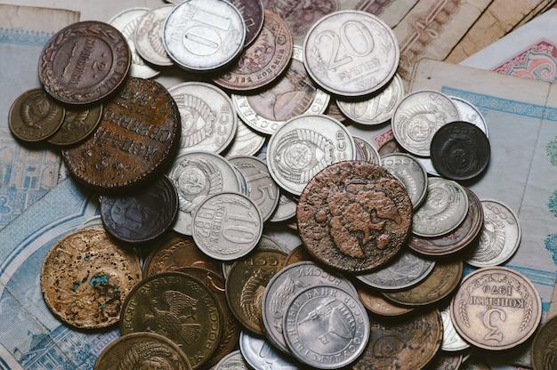 一握りの古いロシアの硬貨