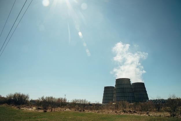 Три большие башни тэц крупным планом