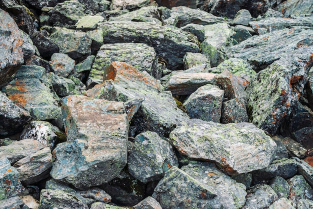 緩い岩のクローズアップ