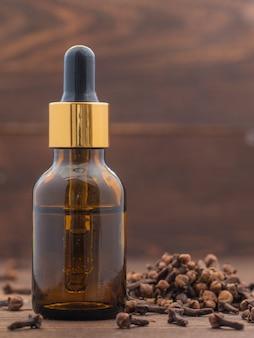 Эфирное масло гвоздики с пряностями