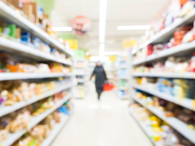 抽象的なぼやけたスーパーマーケット通路
