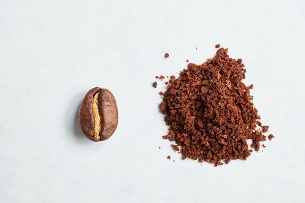 豆を挽いたコーヒーに挽いた結果の抽象的なイメージ。