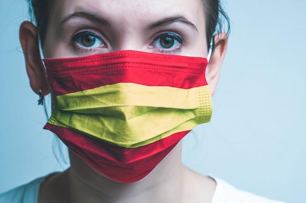 医療用防護マスクの女の子。
