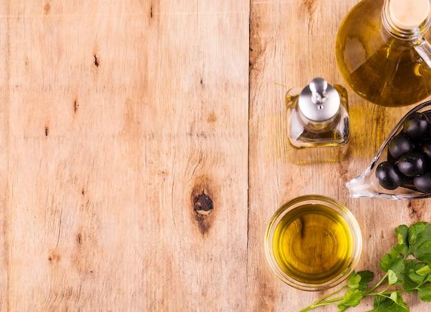 オリーブオイル、バージンオリーブオイルの瓶