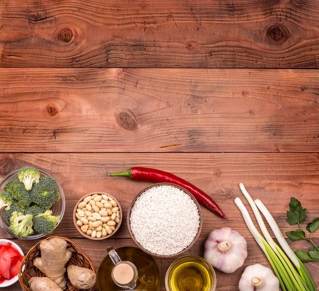 中華料理の原材料、野菜、ナッツ。