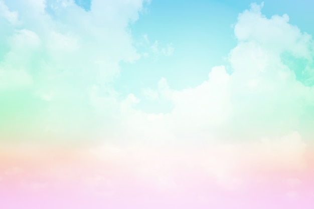 パステルカラーの空と雲。