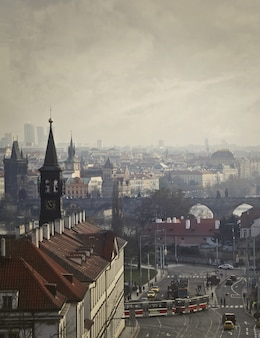 曇りの日に街の眺め