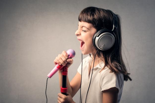 Ребенок певец