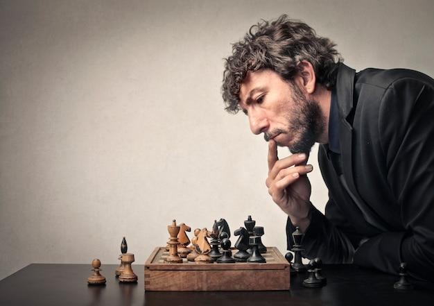 一人でチェスをする