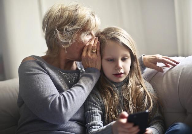 Бабушка шепчет секрет