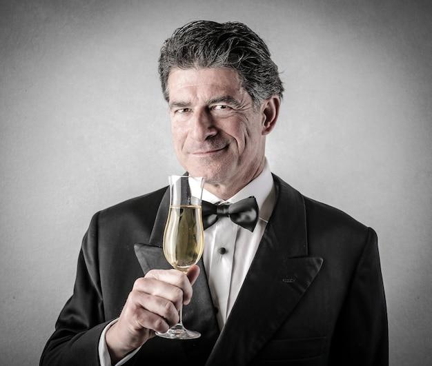 シャンパンで祝う
