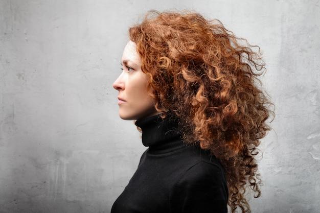 Красивейшая с волосами красная женщина