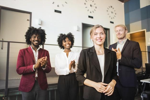 Многонациональная бизнес-команда