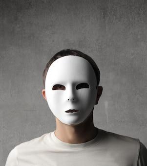 マスクを着た男