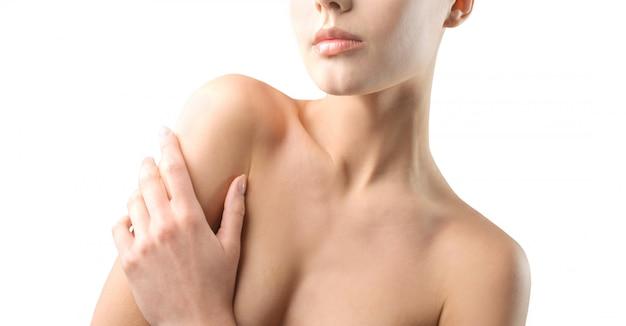 若い女性の美しい肌