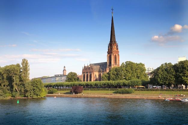 都市の歴史的記念碑教会