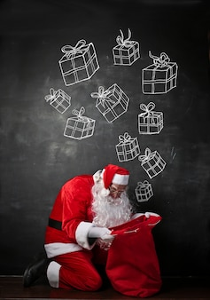 サンタクロースが贈り物を探して