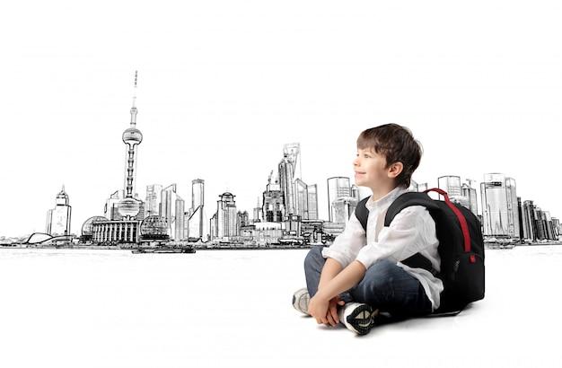 Маленький мальчик и большой город