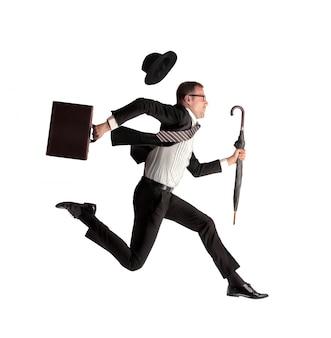 Бизнесмен спешит на работу