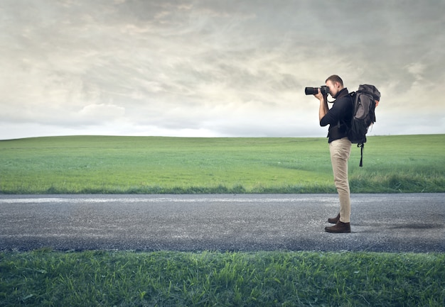 自然を探索する写真家