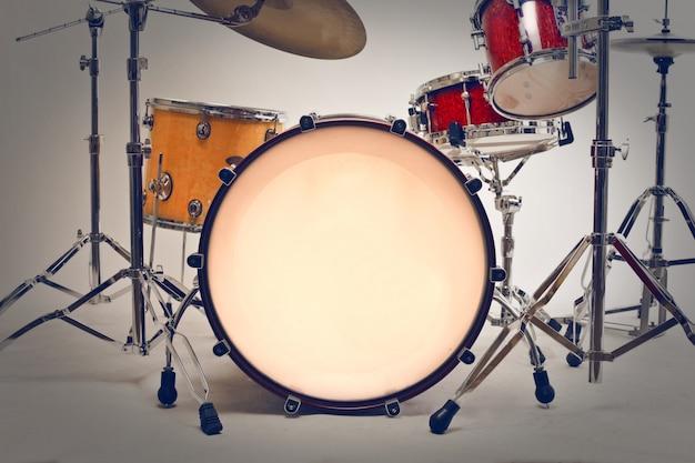 Современная барабанная установка