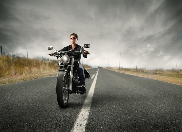 オートバイのロードトリップ