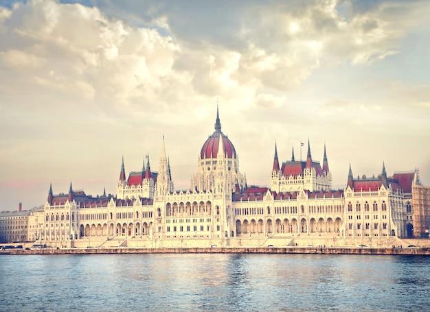 ハンガリー議会の眺め