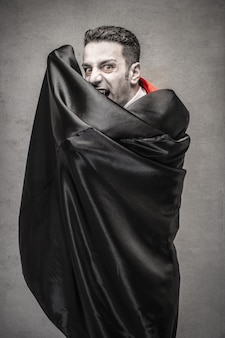 Страшный дракула на хэллоуин