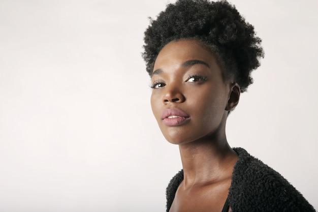 美しいアフロ女性