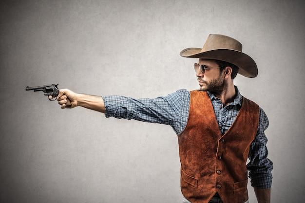 カウボーイは銃を保持