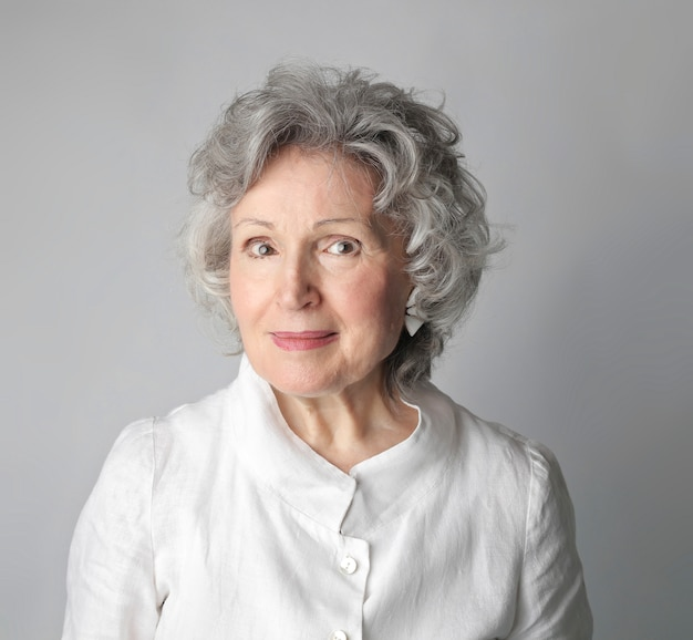 美しい高齢女性