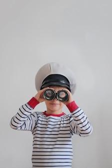 Маленький мальчик как морской пехотинец