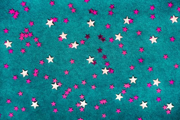 白とピンクの星と青色の背景