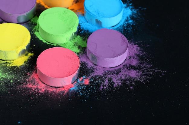 インドのホーリー祭の色