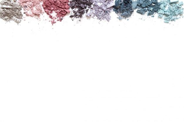 Щебень для макияжа на белом фоне