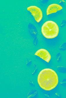 レモンスライスは、鮮やかなグラデーション効果でトレンディにパターン化されています。