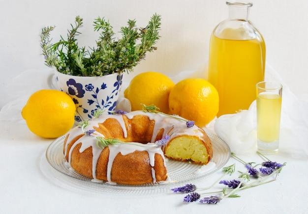 Лимонный пирог с домашним лимончелло и лавандой