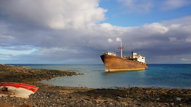 アレシフェ、ランサローテ島、スペインの近くの英国船テンプルホール