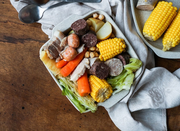 Пучеро или санкочо, тушеное мясо из испании или мексики, аргентины, парагвая, уругвая, перу, бразилии, филиппин и андалусии и канарских островов.