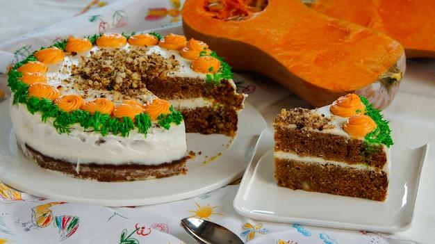 Тыквенный морковный пирог со сливочным сыром