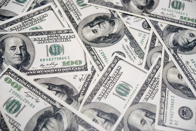 百ドル紙幣の山、アメリカの経済概念