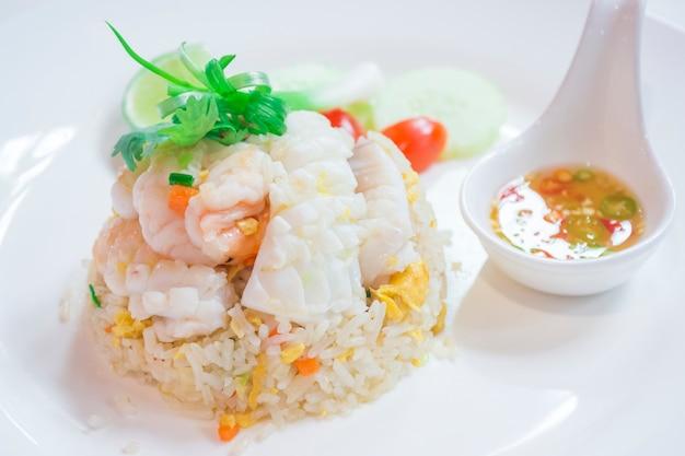 花王のお皿、炒めた米魚介類、中華料理、日本食